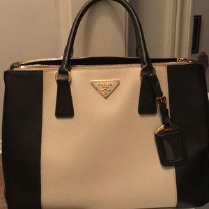 Handbags - Prada tote purse